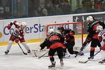 V posledních dvou kolech vyšli hokejisté Žďáru (v černém) bodově naprázdno.