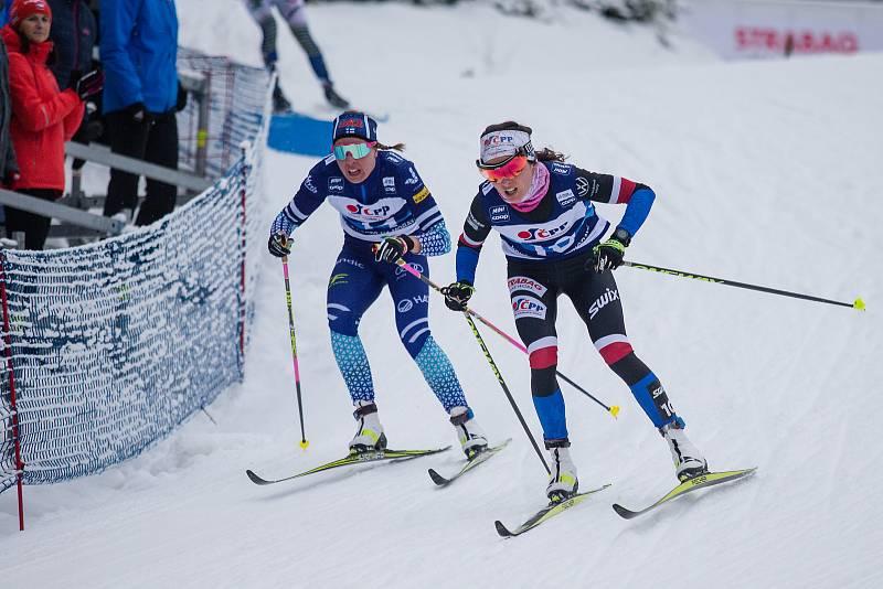 Ohlédnutí za Zlatou lyží 2020. Kateřina Razýmová ve stíhacím závodě žen na 10 km klasicky v rámci Světového poháru v běhu na lyžích.