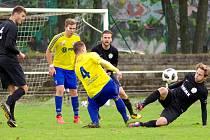 Po jejich výhře v páteční předehrávce nad Bystřicí je jasné, že také po osmém kole budou divizní tabulce vévodit fotbalisté Velké Bíteše (ve žlutých dresech).