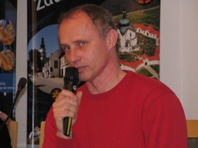 Osmiletá anabáze končí, zastupitelstvo schválilo prodej chátrající školy na náměstí Republiky. Objekt získal brněnský podnikatel Marek Žák.