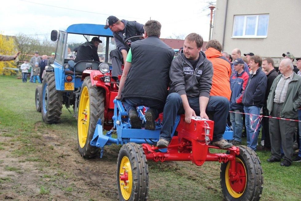 Traktoriáda v Bohuňově.
