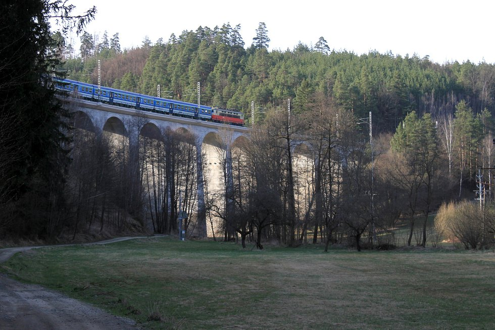 Blížíme se k Velkému viaduktu