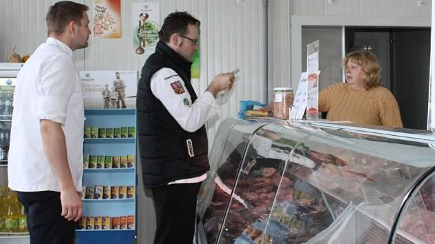Společnost zpracovává maso a mléko ekologicky chovaných zvířat. Po utlumení výroby jsou produkty k dostání už jenom v podnikové prodejně v Mitrově.