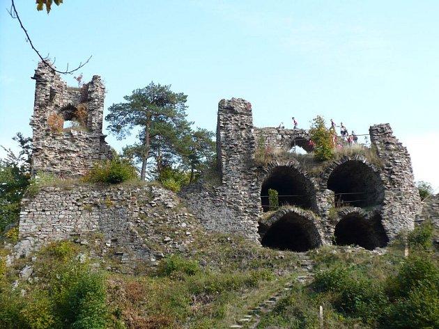Jestli nebude impozantní hradní zřícenina v příštích letech staticky zajištěna, návštěvníkům obdivujícím krásnou vyhlídku hrozí nebezpečí úrazu.