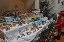 Na tradiční výstavě mohou zájemci obdivovat betlémy ze dřeva, papíru, textilií, vosku a mnoha dalších materiálů.