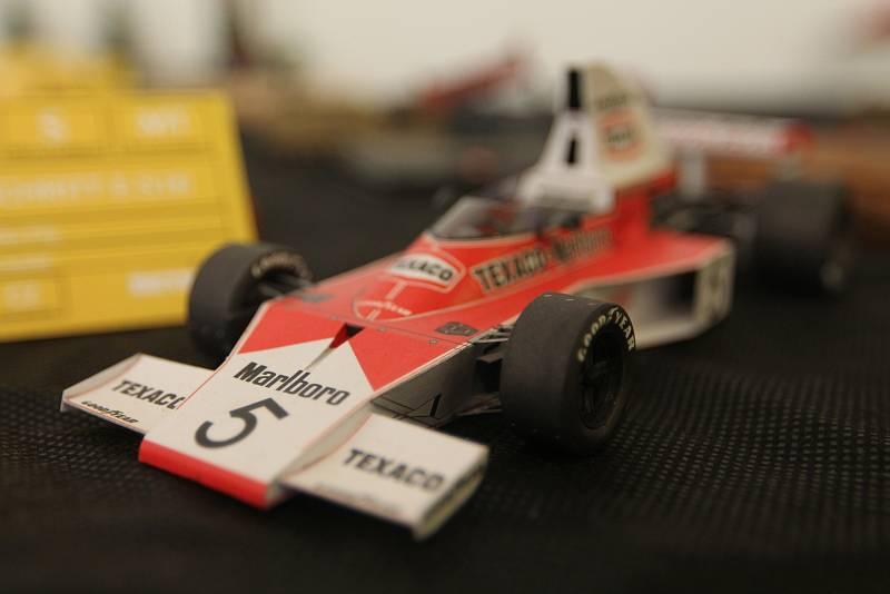 Na výstavě byla k vidění i závodní auta.
