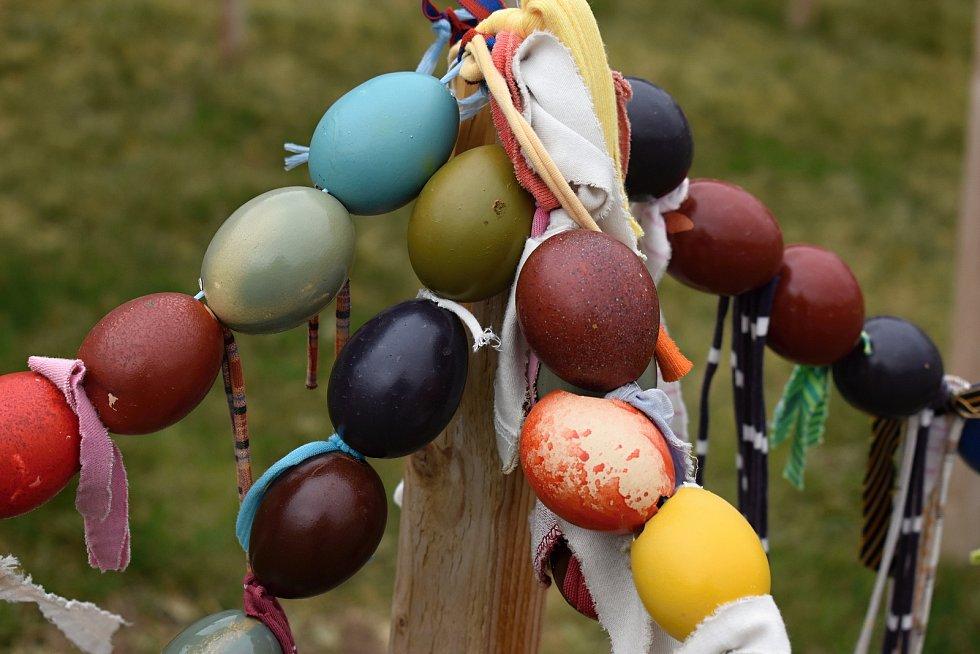 Vajíčkové bludiště staví v Rosičce rok co rok. Užívají si ho malí i velcí