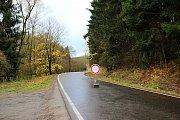 Silnice na Košinov je kvůli polomům mimo provoz.