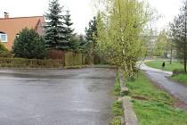 Kosinkova ulice ve žďárské čtvrti Vodojem je slepá. Končí kousek nad panelovou cestou (vpravo), co vede od bývalé úpravny vody do Vodárenské ulice.