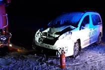 Při nehodě nákladního a osobního vozidla u Záseky se zranila jedna osoba.