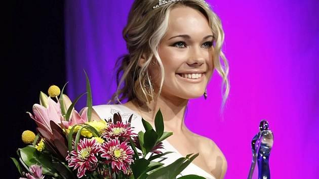 Sedmnáctiletá Marie Sáblíková z Nové Vsi u Nového Města na Moravě si z pátečního finále Miss Vysočiny 2009 odnesla tituly hned dva: Miss Sympatie a 2. vicemiss.