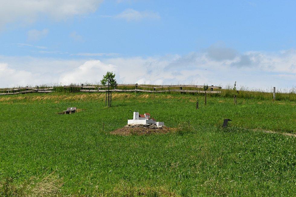 V parku postupně vznikají makety šlechtických sídel a klášterů.