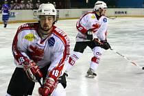Žďárské hokejisty hnalo dopředu devět set diváků.