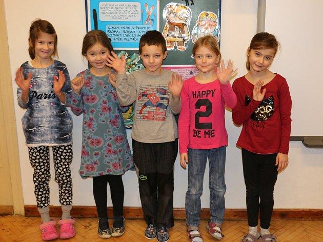 Na fotografii jsou žáci ze Základní školy vKřídlech. První třída paní učitelky Markéty Šimkové.