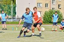 Prvním kolem v sobotu odstartoval další ročník Žďárské ligy malé kopané. V něm došlo na vzájemný souboj Sosáků (v červeném) s Žabanty. Prvně jmenovaný celek vyhrál 2:0.