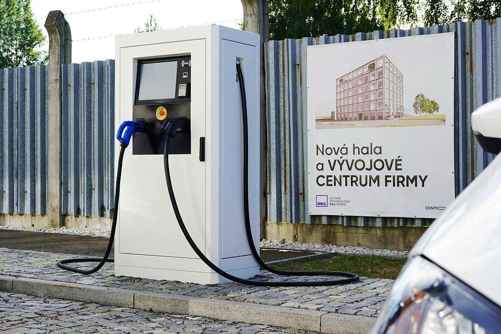 Ve Žďáře vzniklo místo na dobíjení elektromobilů.
