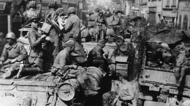 Poslední válečné dny ve Velkém Meziříčí přinesly nejenom naději na blížící se osvobození, ale zároveň si vybraly krutou daň v podobě stovky mrtvých.