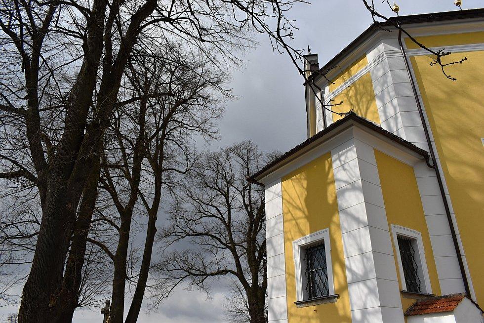 Památkově chráněný svatostánek v Obyčtově, jehož půdorys je zformovaný do tvaru želvy, navrhl na popud opata Velmluvy Jan Blažej Santini Aichl.