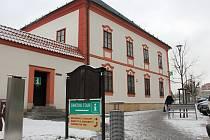 Informační centrum provozuje v budově Staré radnice od roku 1993 cestovní kancelář Santini Tour.