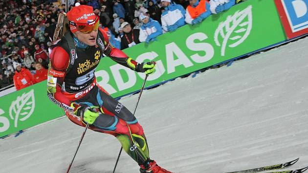 Před dvěma roky navštívilo Vysočina Arenu, včetně slavnostního zahájení, zhruba dvě stě tisíc biatlonových příznivců. Během prodlouženého víkendu bude českým závodníkům (na snímku Ondřej Moravec) fandit takřka polovina.