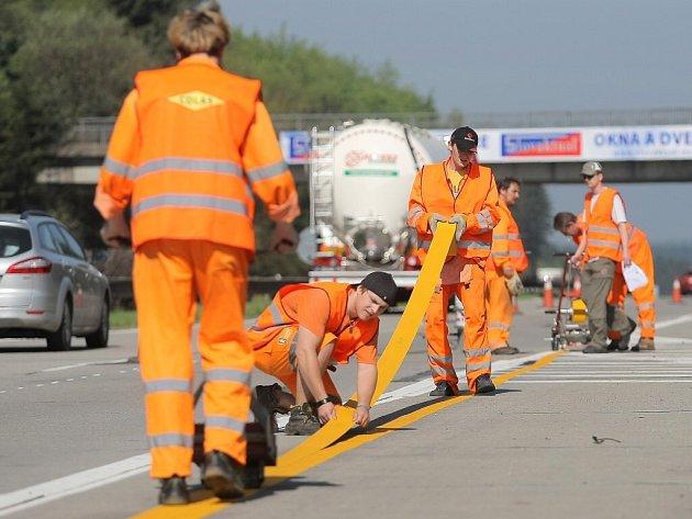Dopravní značení je už v úsecích D1, kde začíná v těchto dnech rekonstrukce, nainstalováno.