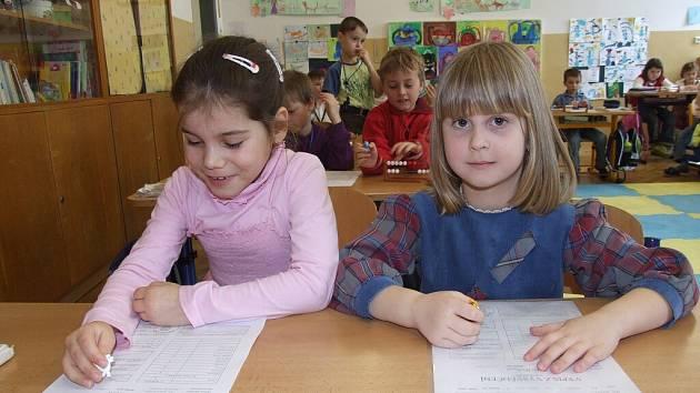 Ve žďárské 4. základní škole se z vysvědčení radovalo dvacet čtyři školáků třídy 1.A