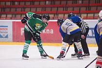 Hráči Bohdalce (v zeleném) a Vatína (v šedých dresech) jsou znovu blízko finále.
