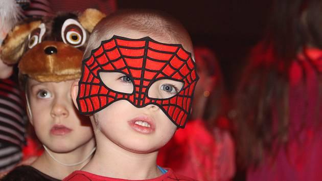 Z půjčoven kostýmů mizí hlavně převleky princezen, zvířátek a hrdinů, jako je třeba Spiderman nebo Batman. Mnozí rodiče si ale i nyní dají práci s výrobou vlastních masek pro děti.