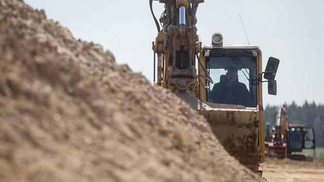 Stavba obchvatu Břeclavi se letos posune dál. Na řadě je archeologický průzkum. Ilustrační foto