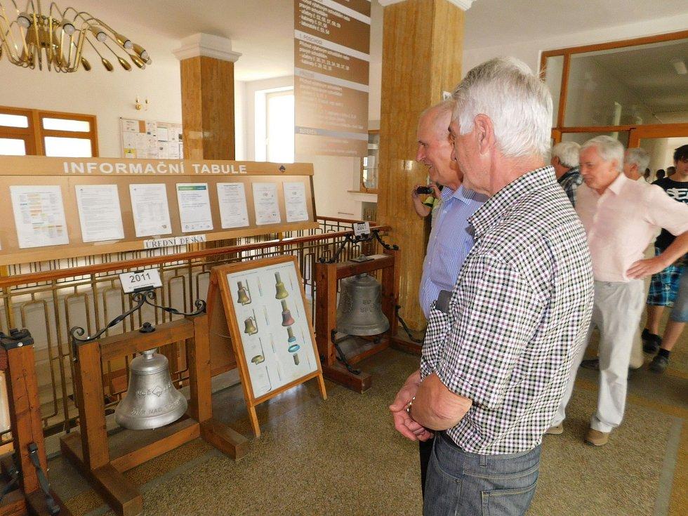 Ty zvony tady tehdy ještě nebyly.