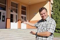 První rok ve žďárské škole Komenského 6, kterou chce víc propagovat, má před sebou její nový ředitel Ivo Kuttelwascher.