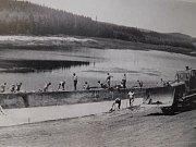 Stavba Domanínského rybníka v takzvané akci Z. Vodní plocha byla znovu vybudována v letech 1973-76. Rybník byl předtím prázdný a zalesněný od protržení hráze v roce 1883.