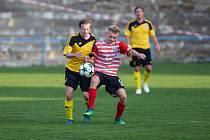 Fotbalisté Ždírce (ve žlutém) dnes přivítají Novou Ves, Humpolec odpoledne vyzve Speřice.