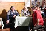 Příznivci Miloše Zemana z Vysočiny sčítání hlasů z druhého kola prezidentských voleb sledovali v sobotu odpoledne v restauraci U Prezidenta v Novém Veselí. Právě tam má úřadující hlava státu chalupu.