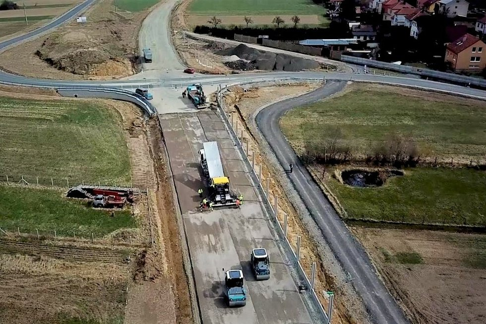 Na přeložku silnice I/37, obchvat Osové Bítýšky, se práce v plném rozsahu vrátily po Velikonocích.