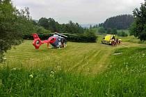 Zraněného cyklistu převezl vrtulník.