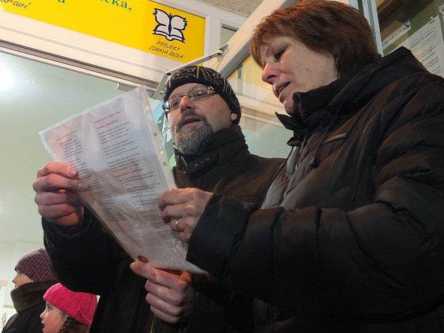 Do akce Česko Zpívá koledy se v Polničce zapojily stovky lidí.