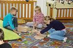 Děti, které chtěly zůstat ve škole, učení nečekalo. Mohly si ve družině hrát.