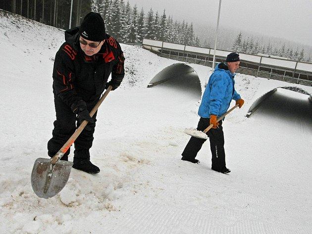 Brzo bude středem světového biatlonového dění. Místní i okolní hotely už návštěvníci na závodní dny obsadili.