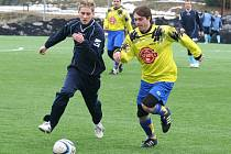 Fotbalisté Herálce (v tmavém) nestačili ve víkendové přípravě na Přibyslav. Souboj celků I. A třídy vyšel lépe týmu Vítězslava Machatky, který vyhrál 3:2.