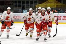 Před žďárskými hokejisty (na snímku) stojí další velká výzva. V sobotu zahájí na domácím ledě boje v play-off II. ligy, na jejichž konci by se třeba rádi poprali o účast v baráži pro příští ročník WSM ligy.