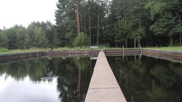 Aby se existující veřejně přístupná vodní plocha dala nazvat koupalištěm, muselo by město investovat mnoho milionů korun.