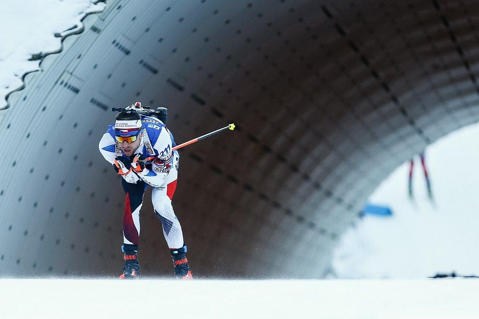 Michal Krčmář ve stíhacím závodu mužů na 12,5 km.