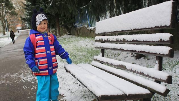 Ze sněhového poprašku měly největší radost děti.