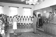 Z historie žďárské zdravotnické školy - slavnost absolventek, červen 1983.