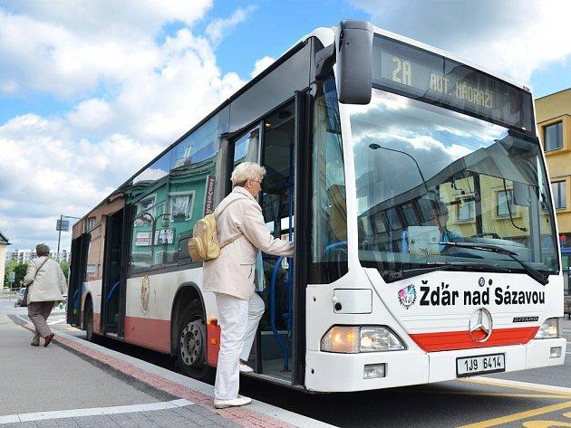 Turisté i místní mohou nyní ve Žďáře využívat novou časovou jízdenku, která platí 24 hodin.
