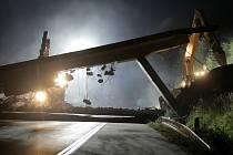 Demolice dálničních nadjezdů na 157., 160. a 162. kilometru proběhla v noci z 5. na 6. července 2013.