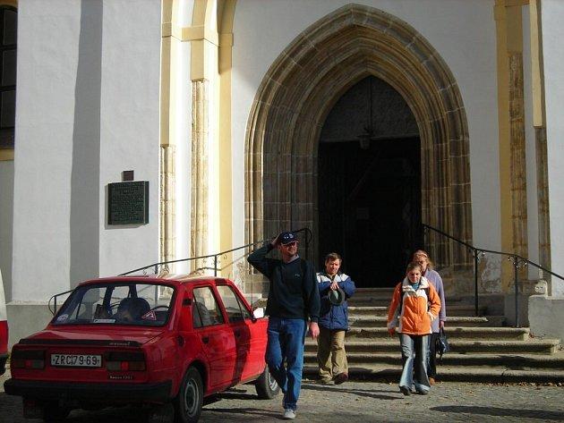 Hlavní vchod do kostela je pro veřejnost na tři měsíce uzavřen.