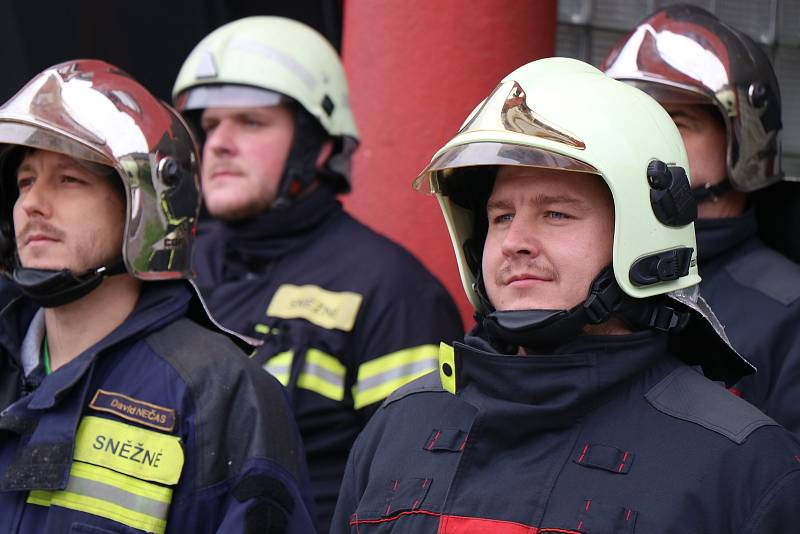 Společného pietního aktu s zúčastnili i členové sborů dobrovolných hasičů ze Sněžného a z Rokytna.