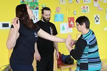 Co dělat při střetu s útočníkem radil ve Žďáře ženám v kurzu sebeobrany lektor Filip Hanzlík (na snímku).